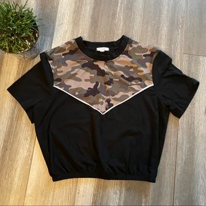 💝5/$20💝 Camo And Black Top